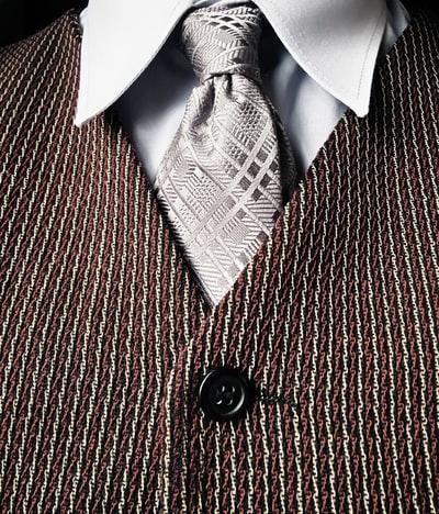 営業マンはネクタイ色やブランドに拘るべき